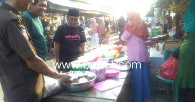 Kades Sriminosari Beserta Kasi Trantip Kunjungi Bazar Makanan